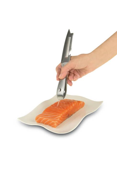 GENIETTO 146 coltello pesce multifunzione: Cucina in stile in stile Moderno di IPAC S.p.a.