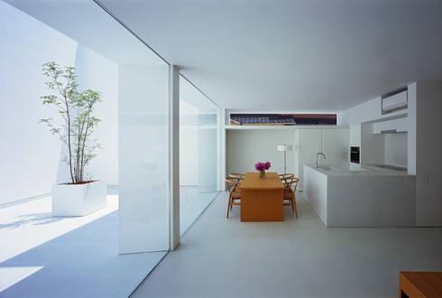 White Cave House: 山本卓郎建築設計事務所が手掛けたキッチンです。
