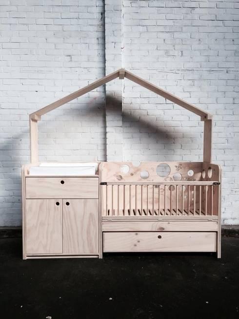 Habitaciones infantiles de estilo  de OneSevenTree