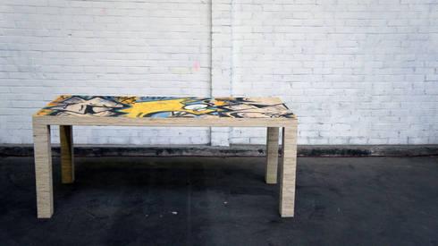 Tafel van gerecycled plaatmateriaal: industriële Eetkamer door OneSevenTree