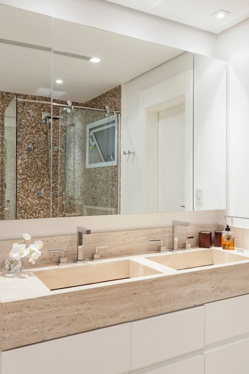 _IN Panamby: Banheiros modernos por ARQ_IN