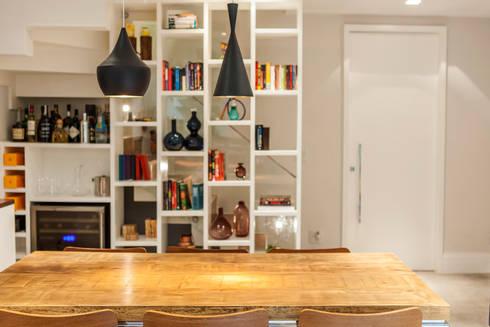 _IN Panamby: Sala de estar  por ARQ_IN