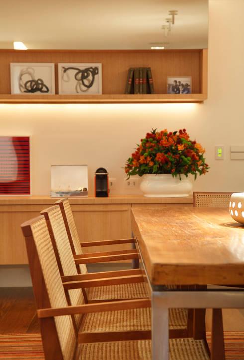 Projeto Rui Barbosa: Salas de jantar modernas por Adriana Valle e Patricia Carvalho