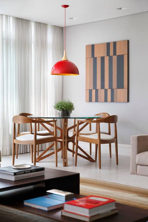 Projeto Afranio de Melo Franco: Salas de estar modernas por Adriana Valle e Patricia Carvalho