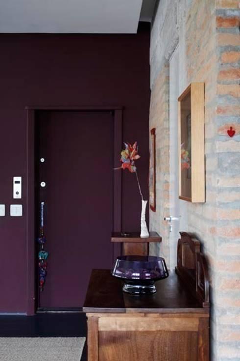 Retrofit Residência Higienópolis 1: Corredores e halls de entrada  por Gustavo Calazans Arquitetura