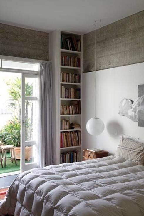 Retrofit Residência Higienópolis 1: Quartos  por Gustavo Calazans Arquitetura