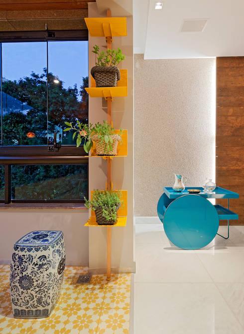 RESIDÊNCIA SERRANOS: Terraços  por Isabela Bethônico Arquitetura