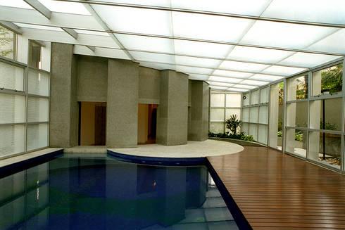 Edifício Ducale | Residencial – Rua Peixoto Gomide: Piscinas modernas por ARQdonini Arquitetos Associados