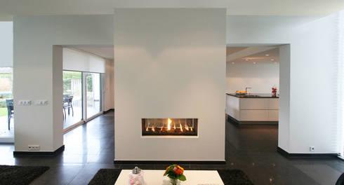 Aanbouw woning Landgraaf: moderne Woonkamer door SeC architecten