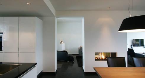 Aanbouw woning Landgraaf: moderne Eetkamer door SeC architecten