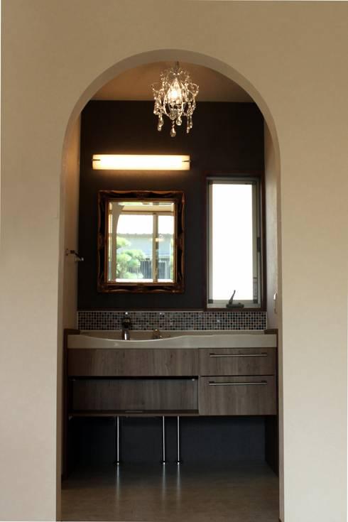 夢はかなえるもの: 石川泰之建築設計室が手掛けた浴室です。