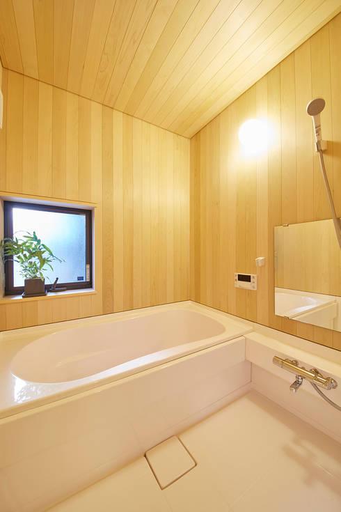 浴室: 一級建築士事務所co-designstudioが手掛けた浴室です。