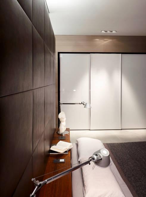 Loft mit Garten:  Schlafzimmer von Eilmann Architekturbüro