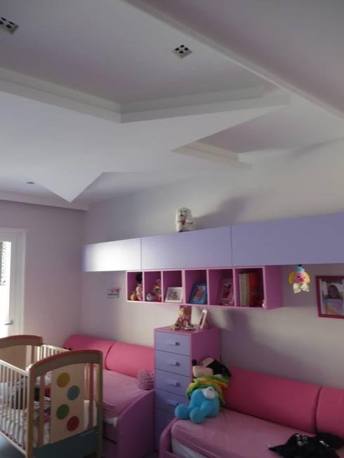 camera letto figli: Camera da letto in stile in stile Moderno di antonio giordano architetto