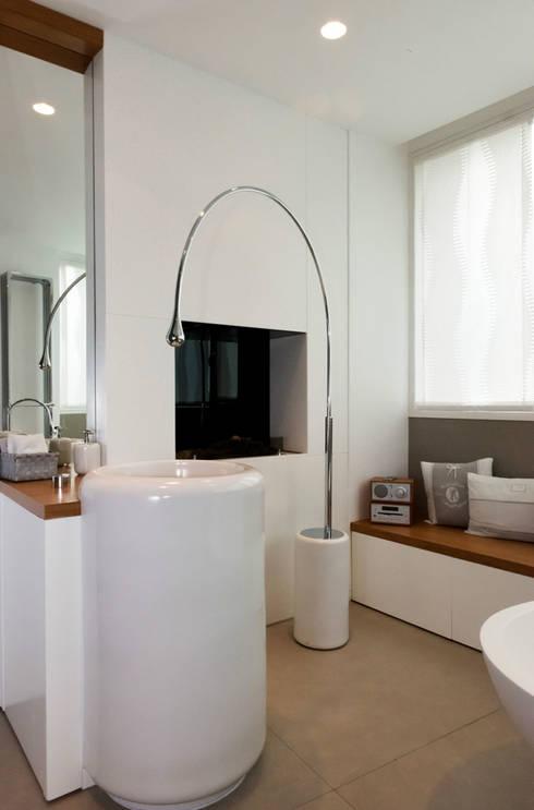 Bathroom by Studio  Vesce Architettura