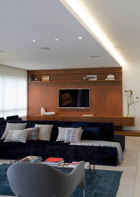 AP: Salas de estar modernas por Flávia Gerab