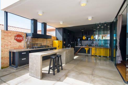 Loft 448: Cozinhas modernas por Bruno Rubiano