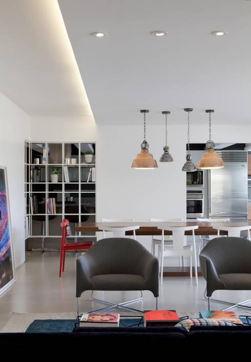 AP: Salas de jantar modernas por Flávia Gerab