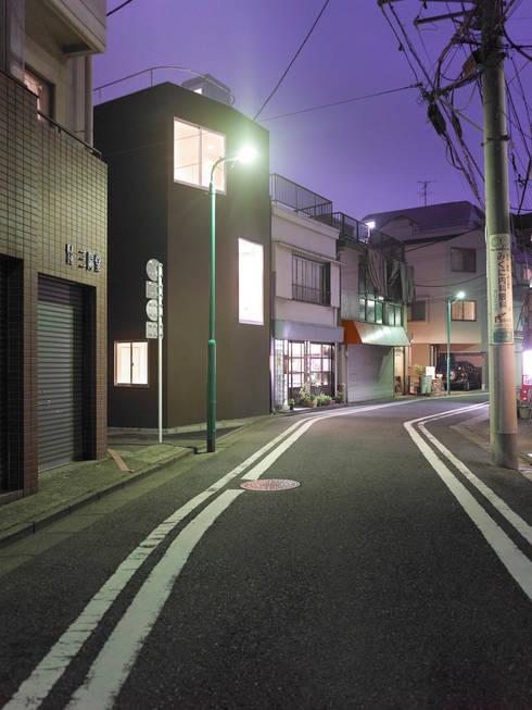 下馬のハウス: 齋藤和哉建築設計事務所が手掛けた家です。
