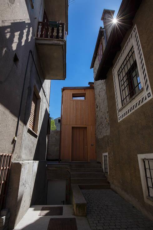 JC's House: Case in stile in stile Minimalista di BEARprogetti - Architetto Enrico Bellotti