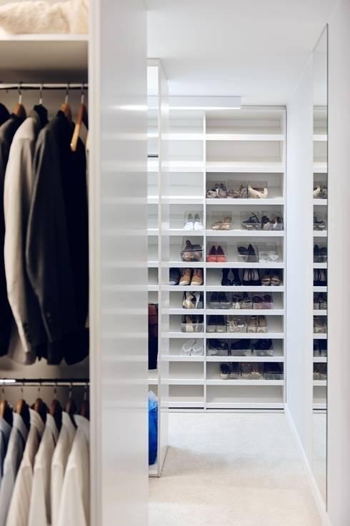 Dom prywatny 2012: styl , w kategorii Garderoba zaprojektowany przez formativ. indywidualne projekty wnętrz