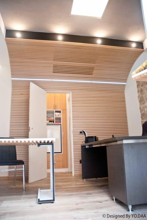 Ufficio Privato FdF: Studio in stile  di Arch. Antonio Di Vito - Gruppo YO.DAA