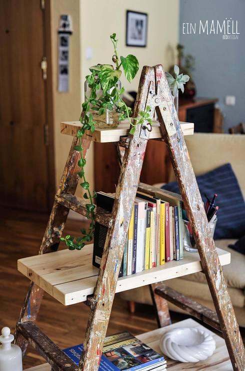 Escalera de pintor vintage: Salones de estilo  de Ein Mamëll