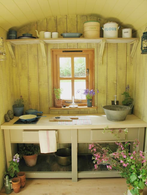 Huts: country Kitchen by Plankbridge