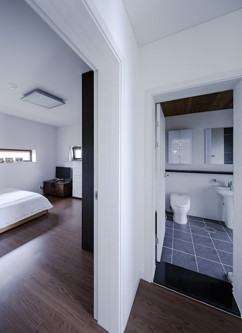 Ванные комнаты в . Автор – KDDH Architects