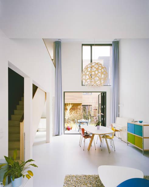 Living room by Finbarr McComb Architect