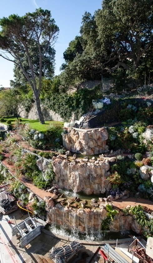 cascade : Jardin de style  par JUNGLE ART
