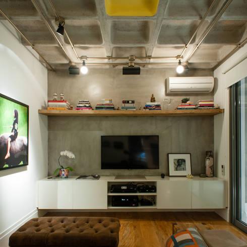 Aimbere: Salas multimídia industriais por PM Arquitetura