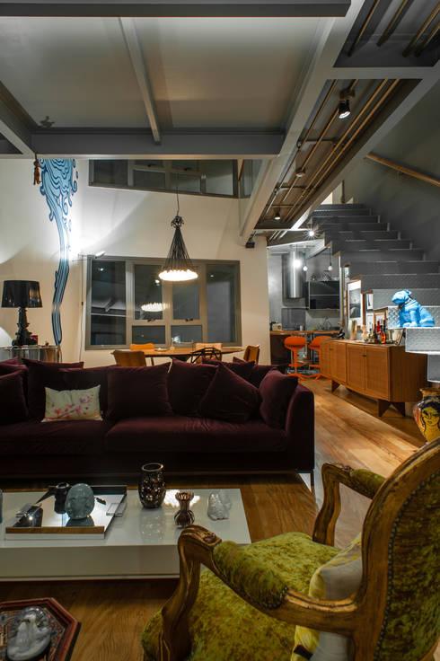 Aimbere: Salas de estar industriais por PM Arquitetura