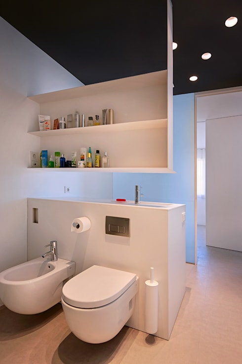Casa GSX: Baños de estilo moderno de Estudi Agustí Costa