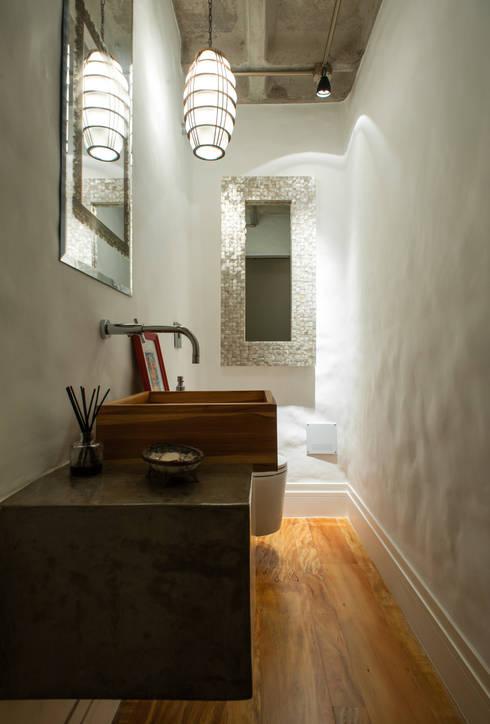 Baños de estilo  por PM Arquitetura