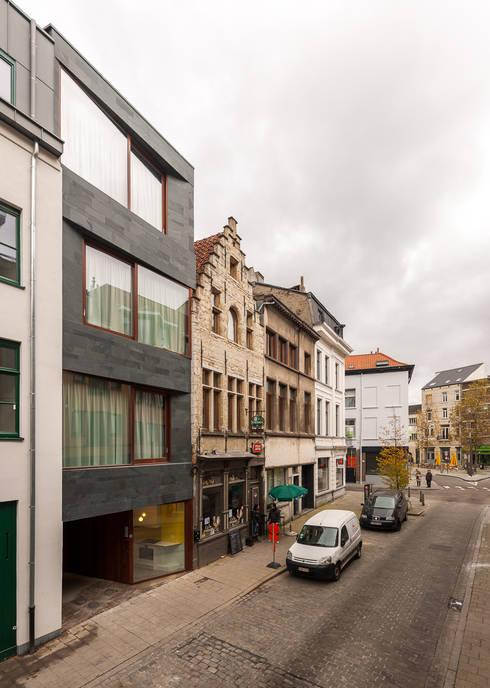 studios HKS: Maisons de style de style Moderne par P8 architecten