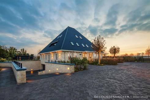 Stolpboerderij in Noord – Holland: landelijke Huizen door Decoussemaecker Interieurs