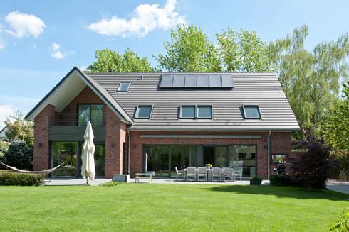 neubau einfamilienhaus mit doppelgarage in d sseldorf von. Black Bedroom Furniture Sets. Home Design Ideas