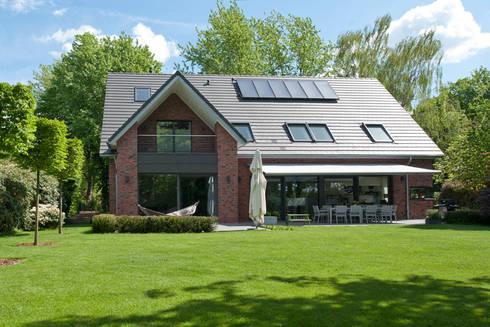 neubau einfamilienhaus mit doppelgarage in d sseldorf von architekturb ro j j viethen homify. Black Bedroom Furniture Sets. Home Design Ideas