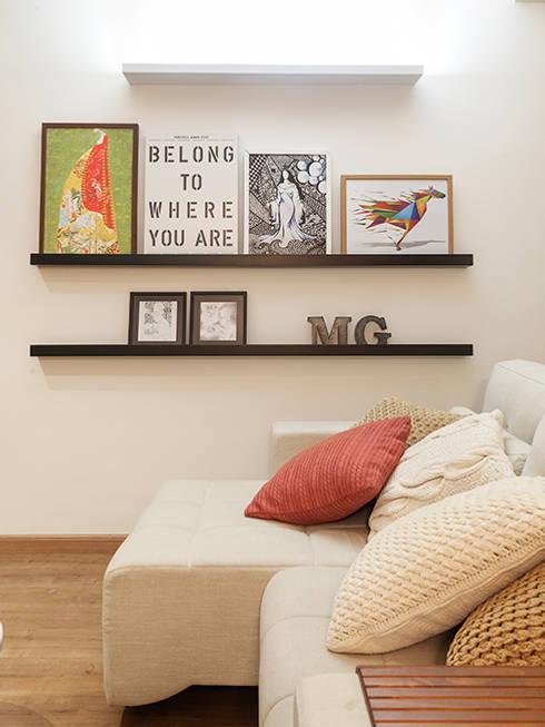 RESIDÊNCIA MAYNARD: Salas de estar  por Isabela Bethônico Arquitetura