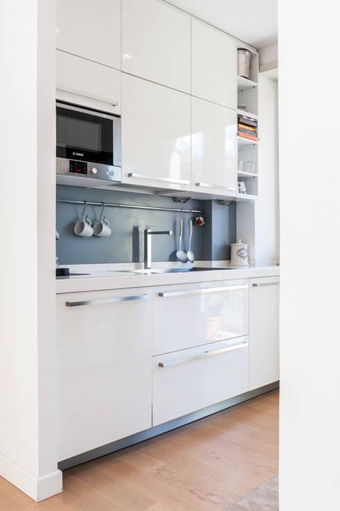 La casa di A: Cucina in stile  di zero6studio - Studio Associato di Architettura