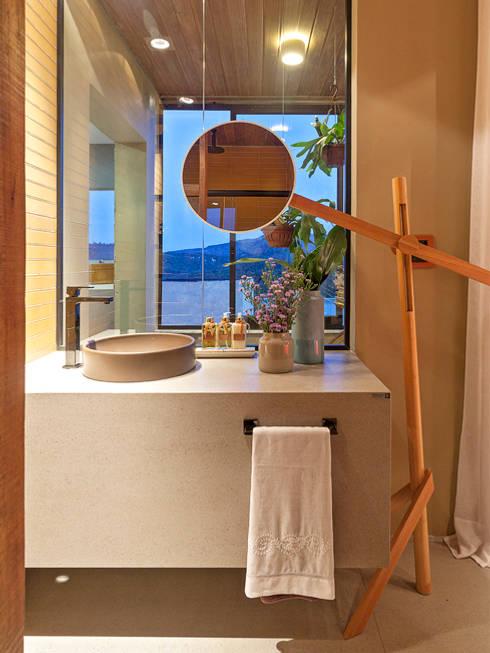 CASA COR - LOFT MULHER MODERNA: Banheiros modernos por Isabela Bethônico Arquitetura