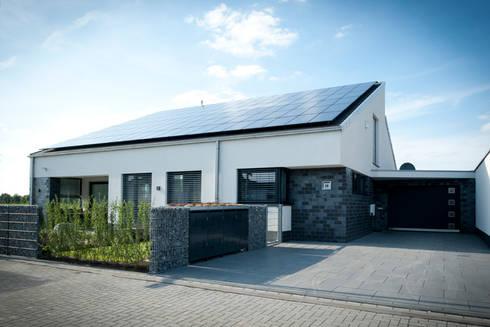 Einfamilienhaus neubau mit doppelgarage  Neubau Einfamilienhaus mit Garage in Erkelenz von Architekturbüro ...