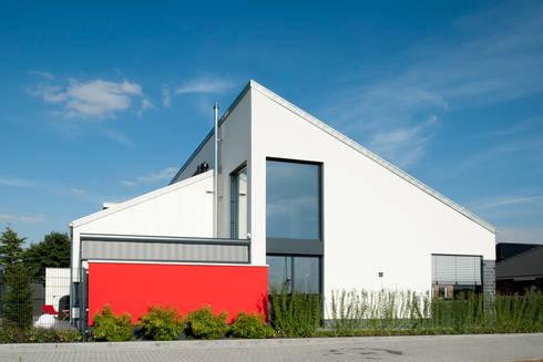 Einfamilienhaus neubau mit garage  Neubau Einfamilienhaus mit Garage in Erkelenz by Architekturbüro J ...