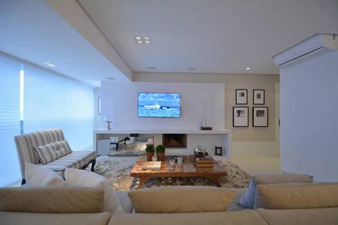 Living Room - Branco Total: Salas de estar modernas por WB ARQUITETURA  - Lisiane Wendel e Simone Bertuzzo