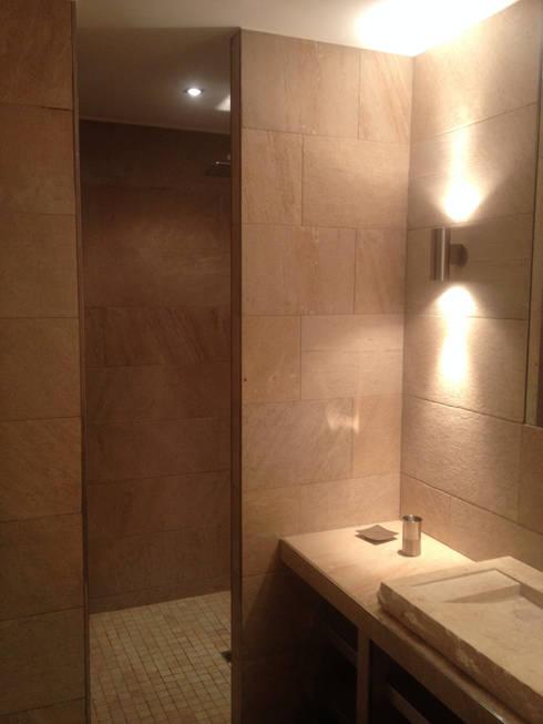 Salle d'eau n°2: Salle de bains de style  par emmanuel bobo architecte dplg