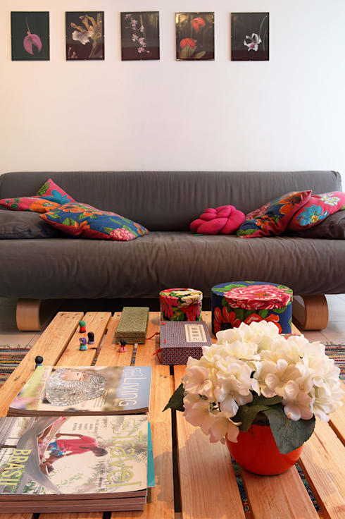 Apartamento Praia Santa Cruz: Salas de estar ecléticas por Tiago Patricio Rodrigues, Arquitectura e Interiores