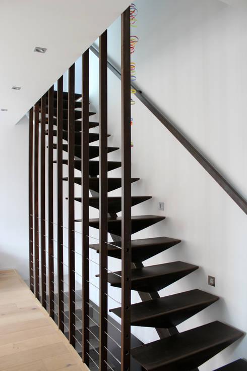 Atelier d'architecture Pilon & Georges의  복도 & 현관