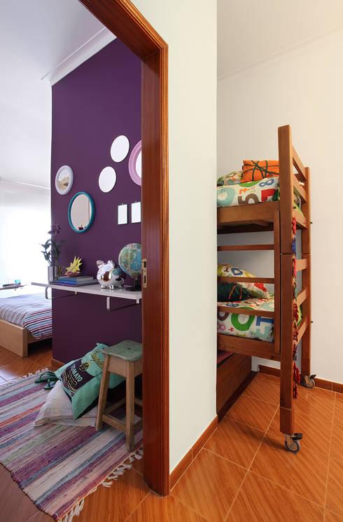 Apartamento Praia Santa Cruz: Quartos ecléticos por Tiago Patricio Rodrigues, Arquitectura e Interiores