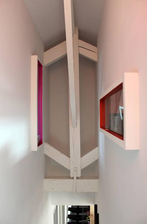 Rénovation d'une maison - TOULOUSE: Couloir et hall d'entrée de style  par Atelier d'architecture Pilon & Georges